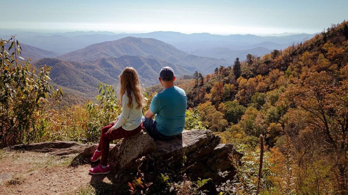 Відпочинок в горах у листопаді