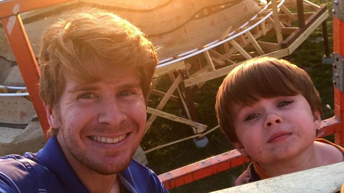 Шон Ларошель с сыном на построенной горке