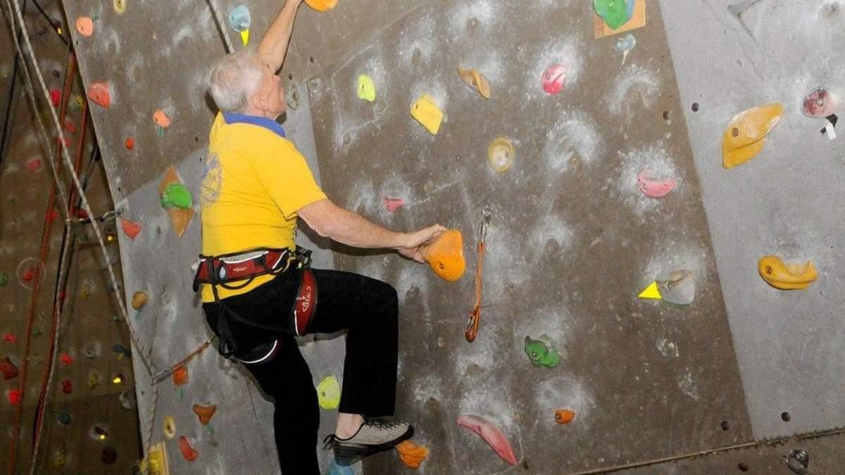 Вік – не перешкода: 80-річний українець встановив рекорд у скелелазінні – відео