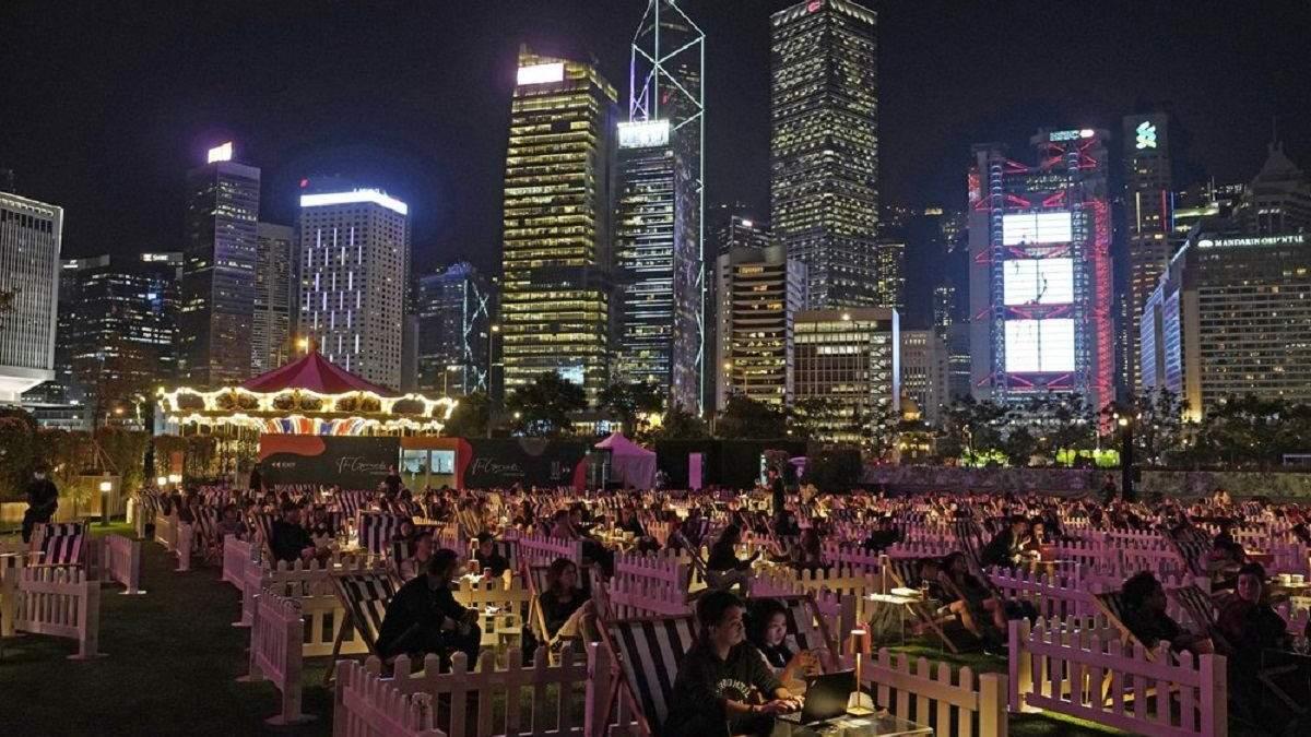 У Гонконзі з'явився парк розваг, пристосований до реалій пандемії коронавірусу: що там цікавого