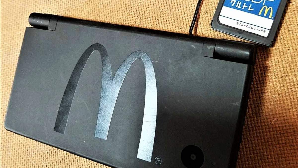 Nintendo DS з логотипом McDonald's