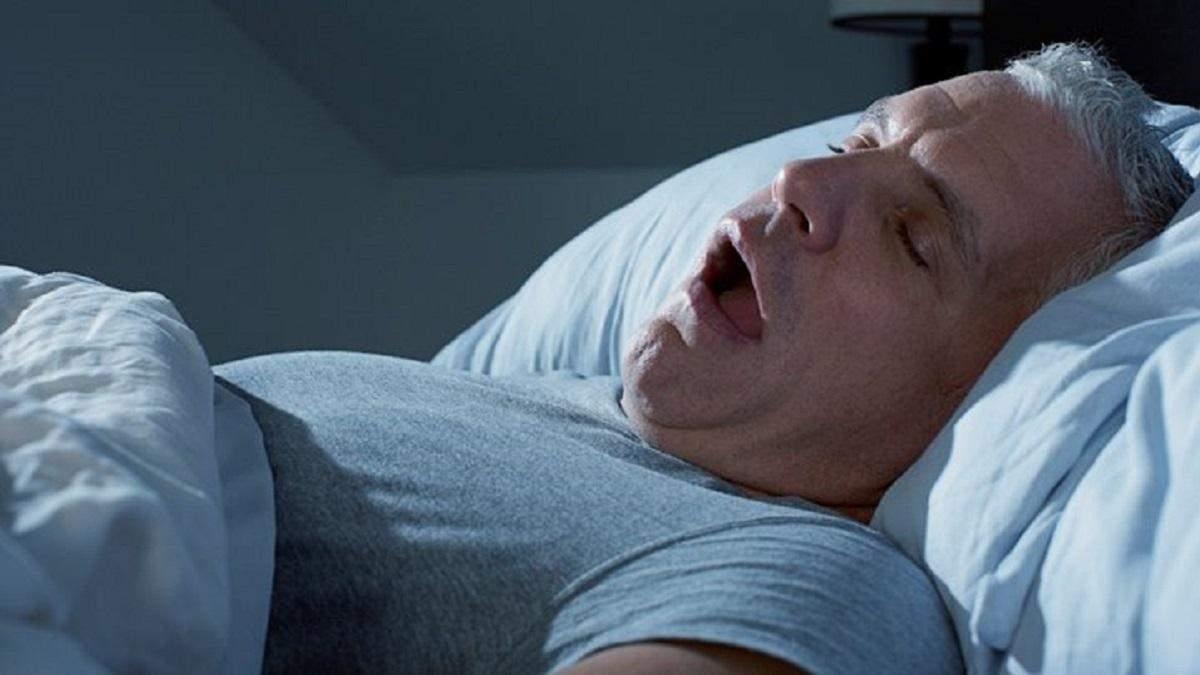 Диспетчер службы оповещения не выключил микрофон и заснул