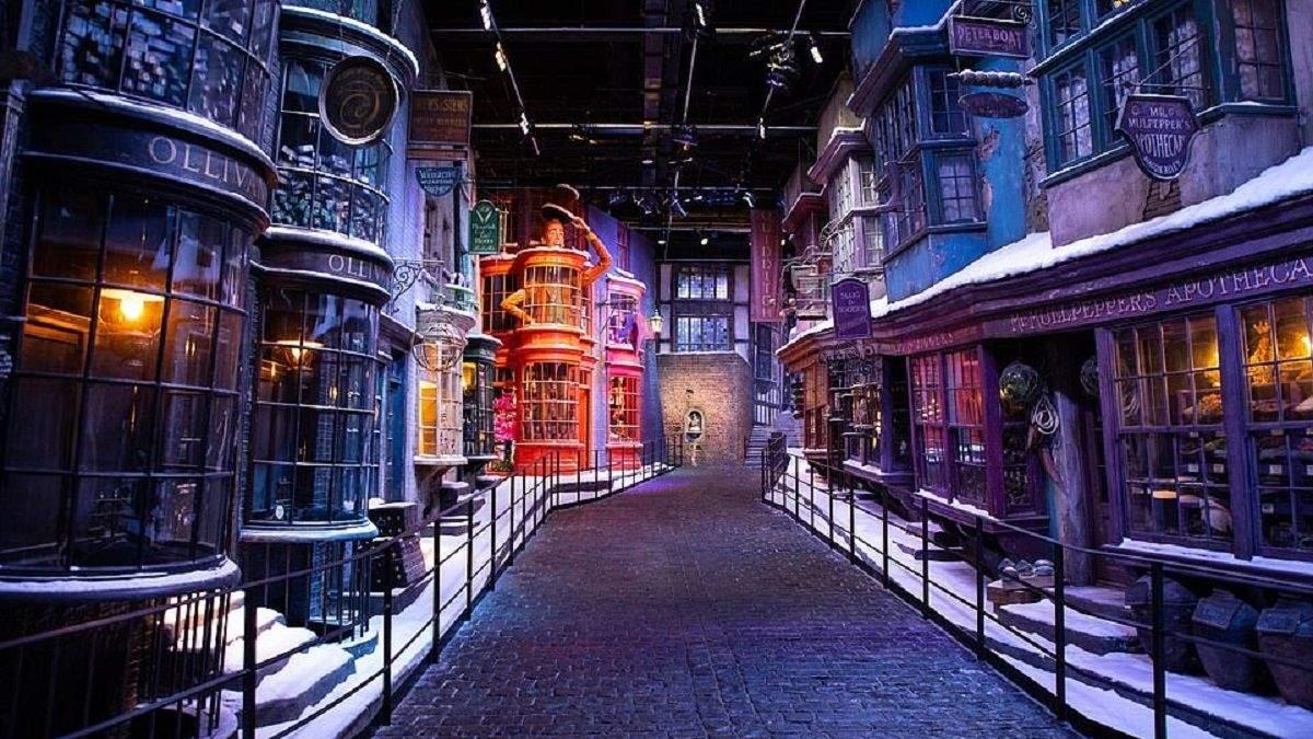 """Хогвартс в снегу"" от Warner Bros Studio Tour"