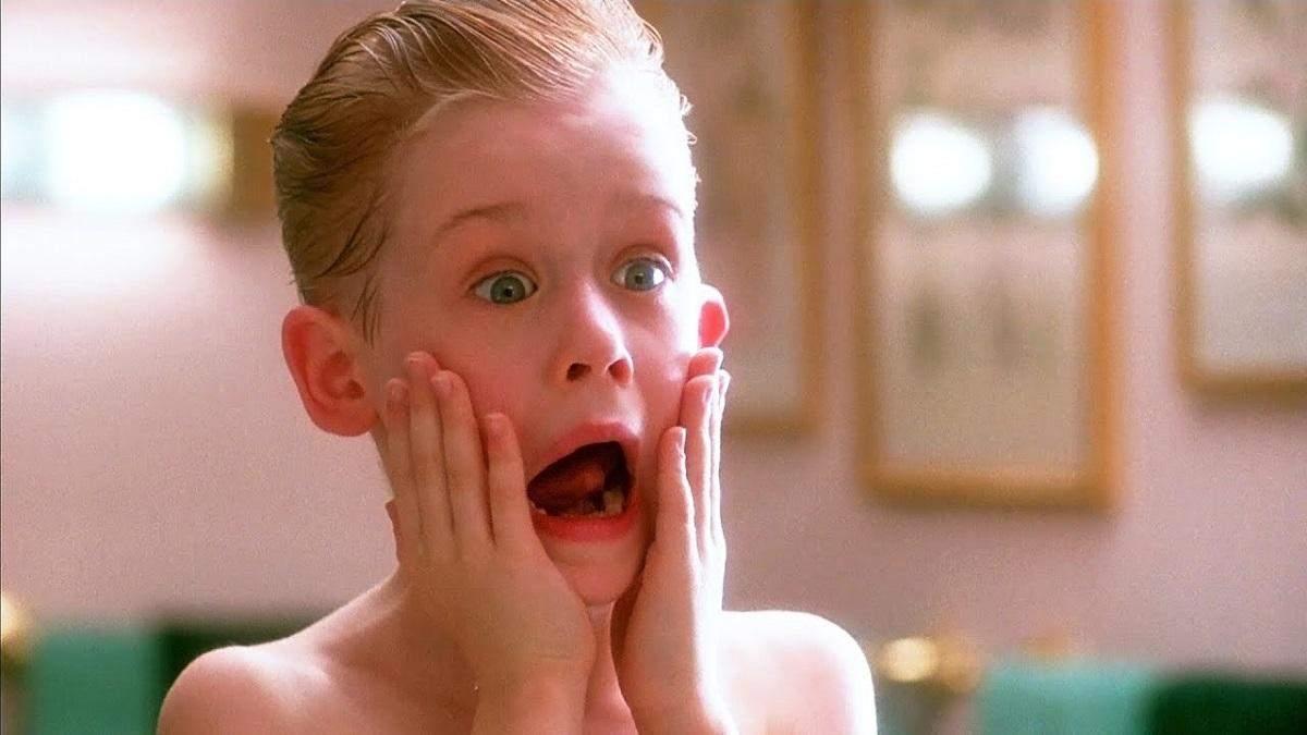 """Дев'ятирічного хлопчика називають двійником Кевіна Маккаллістера з """"Сам удома"""": як він виглядає"""