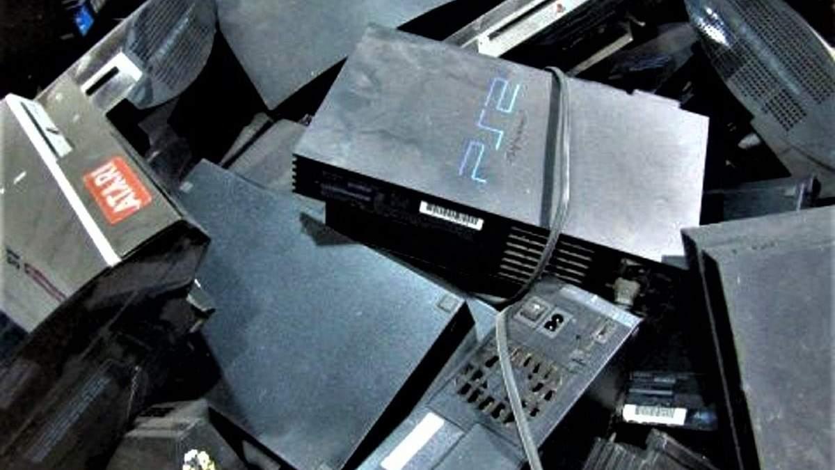 Консоли на вес: на аукционе продают коробку с кучей приставок Sony PlayStation – какова цена