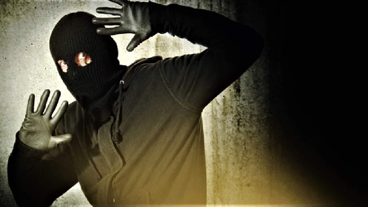 Жінка допомогла правоохоронцям затримати грабіжника: вона зайнялася з ним оральним сексом