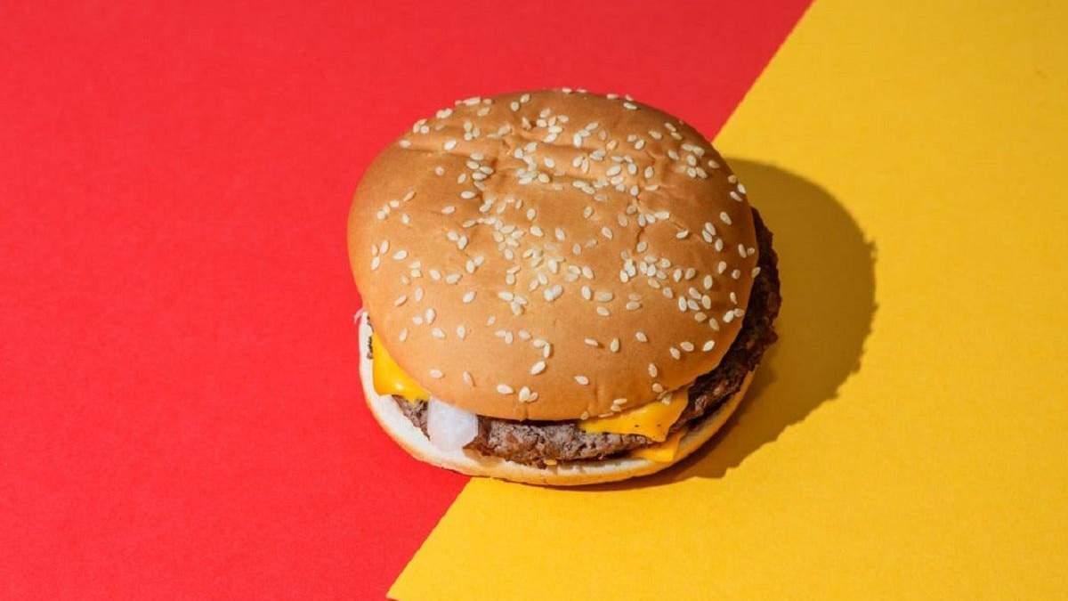 У канадському Макдональдзі замовили гамбургер без гамбругера