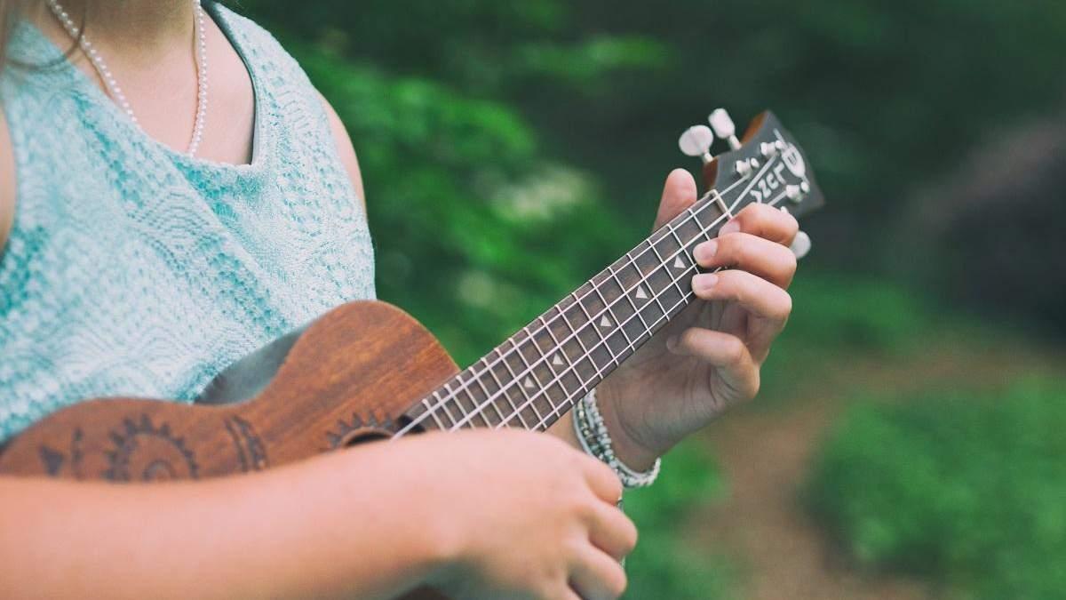 5 захватывающих каверов на укулеле: от Linkin Park до AC / DC