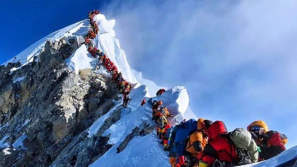 Двоє альпіністів підробили фото та збрехали про підкорення Евересту: чим це їм загрожує