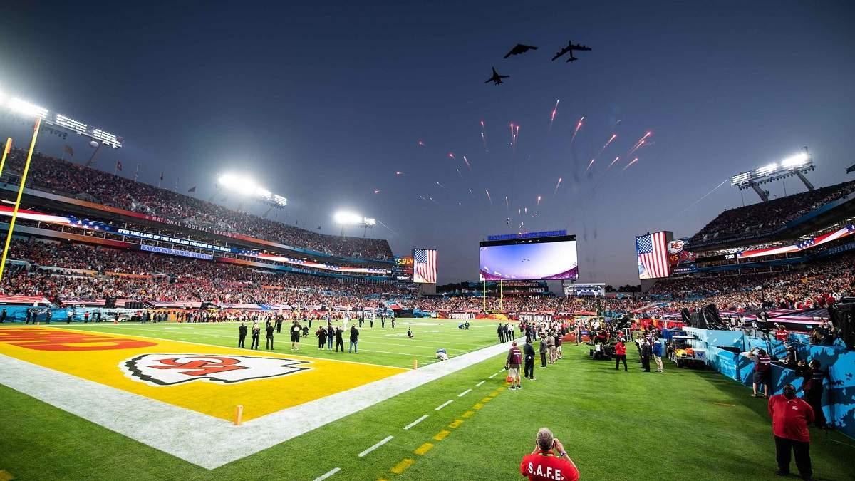 Super Bowl 2021: первый пролет бомбардировщика Trifecta