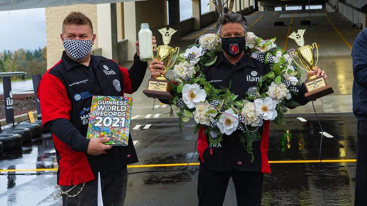 Майкл Андретти прокатился на автомобиле-торте и установил 2 рекорда