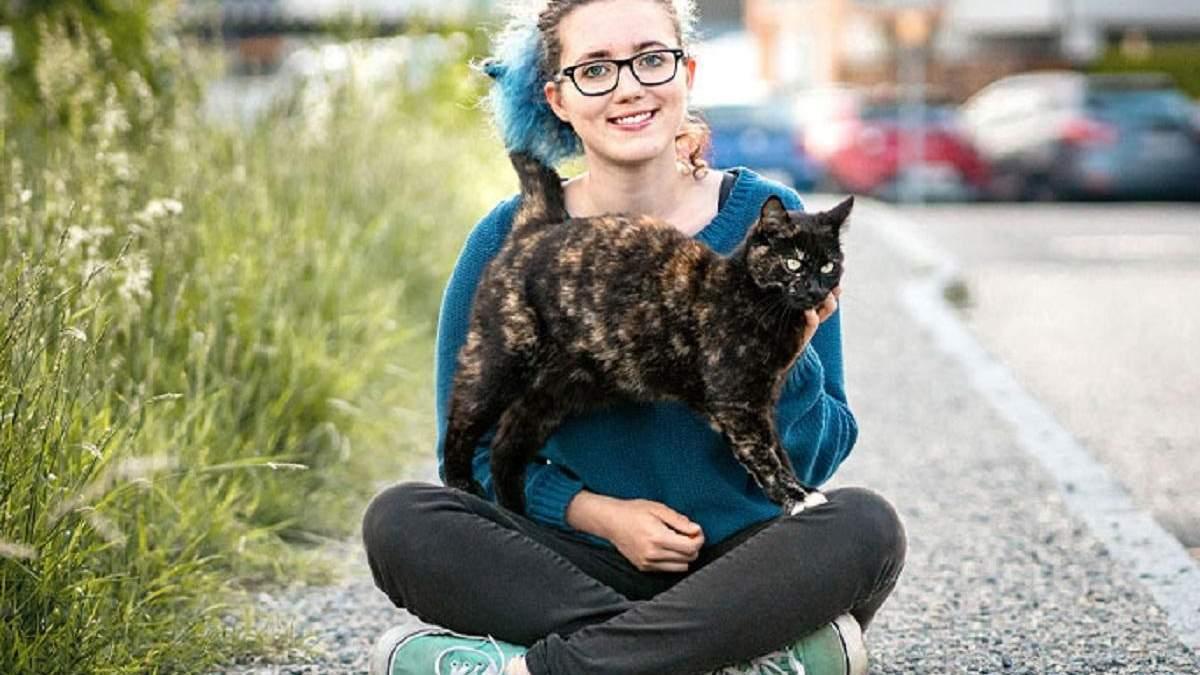Кошка Алексис с хозяйкой Аникой Мориц