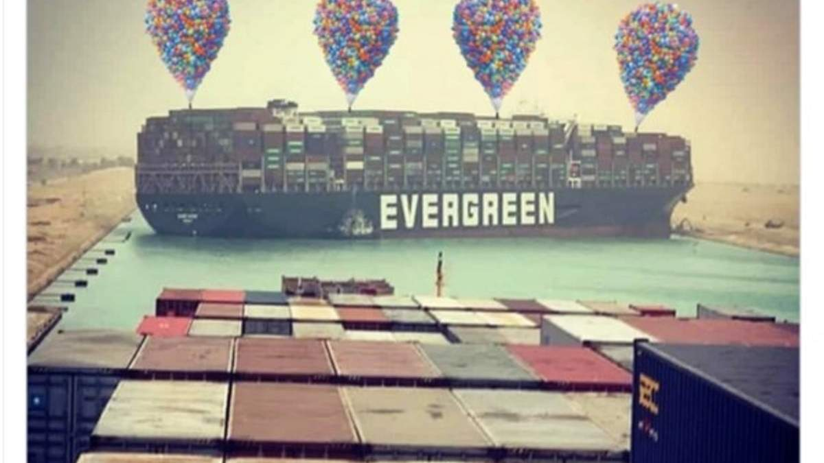 Затори в Суецькому каналі через контейнеровоз Evergreen: меми і фотожаби