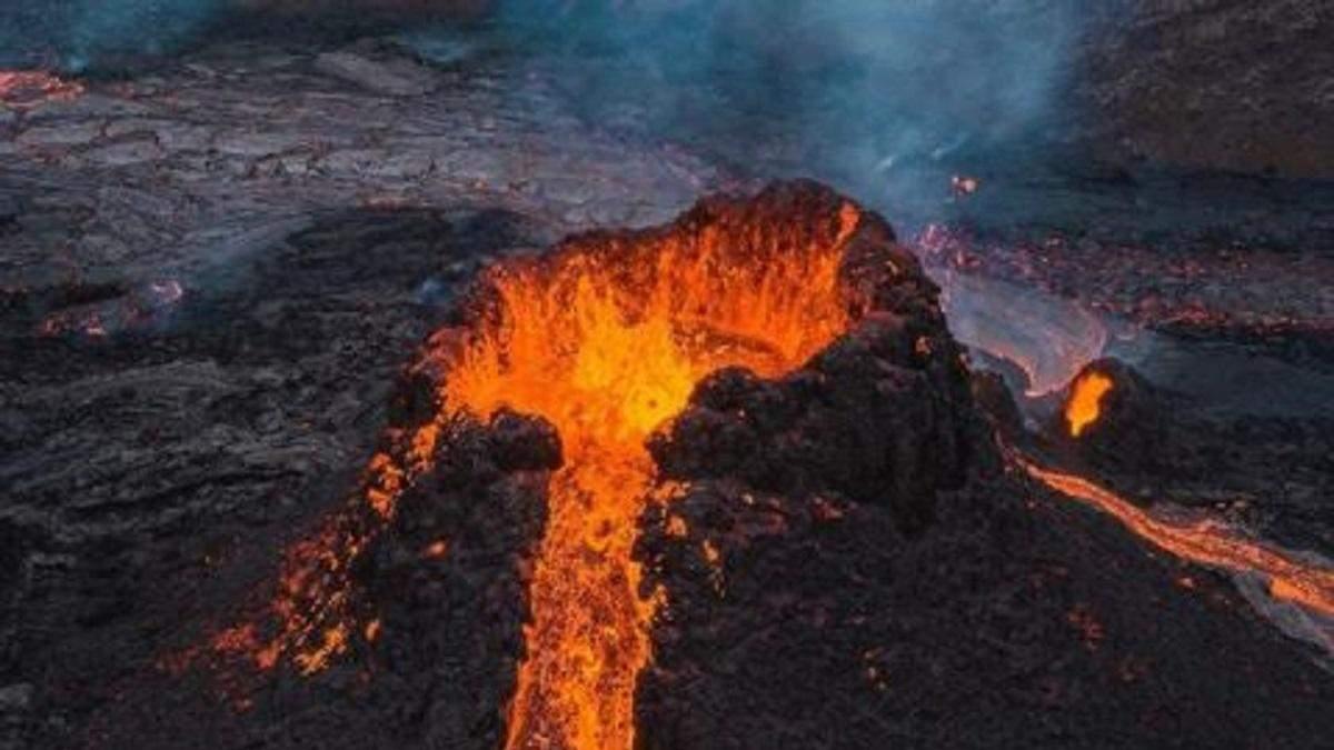 Фотограф спалив свій дрон у жерлі вулкана Фаградалсф'яль