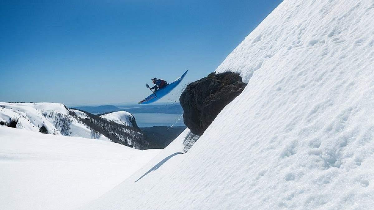Экстремал спустился на каяке с вершины вулкана Вильяррика