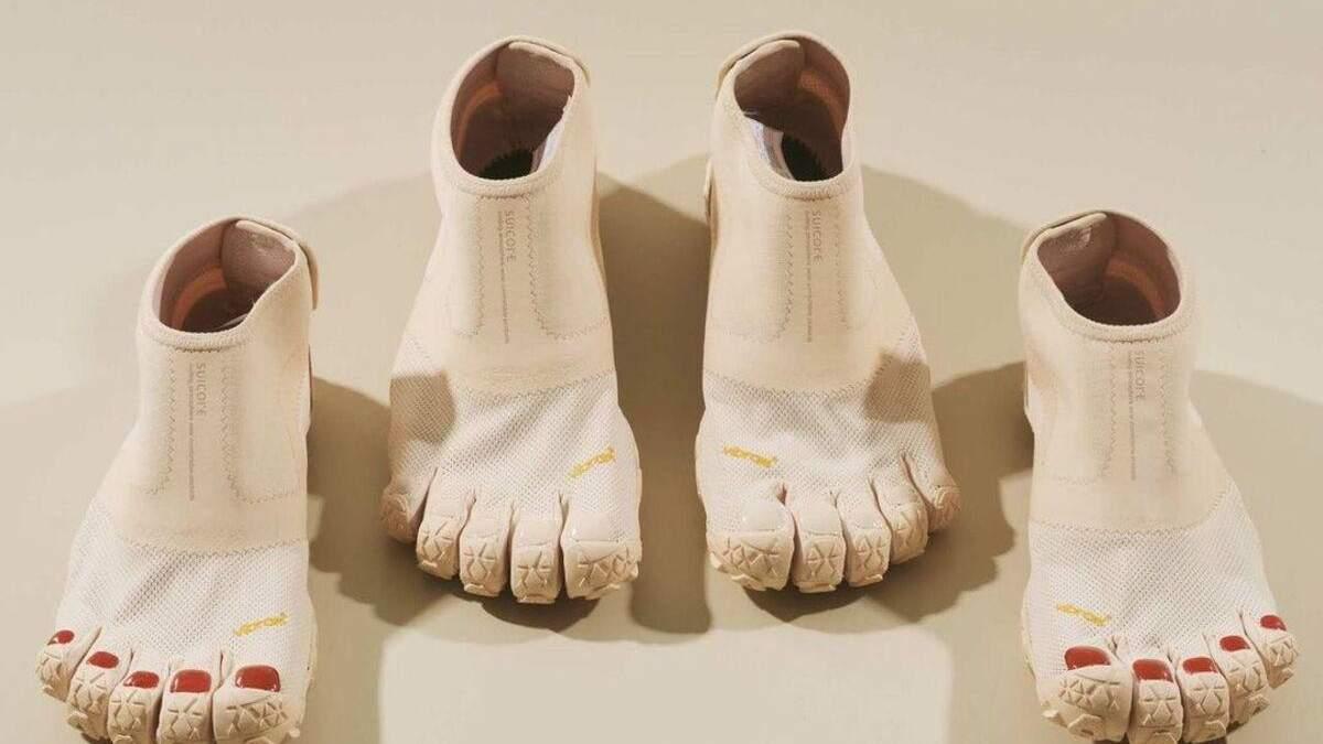 Японские дизайнеры создали обувь с пальцами и педикюром