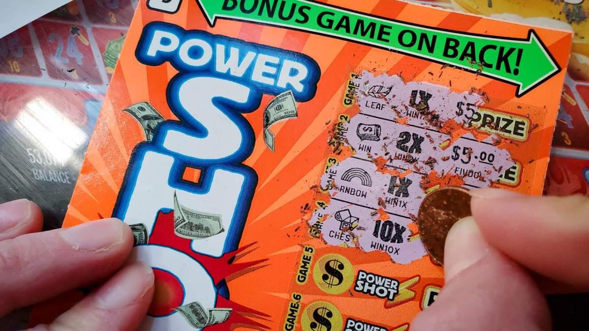 Женщина выиграла 500 000 долларов: брат забыл о ее дне рождения и подарил лотерейный билет