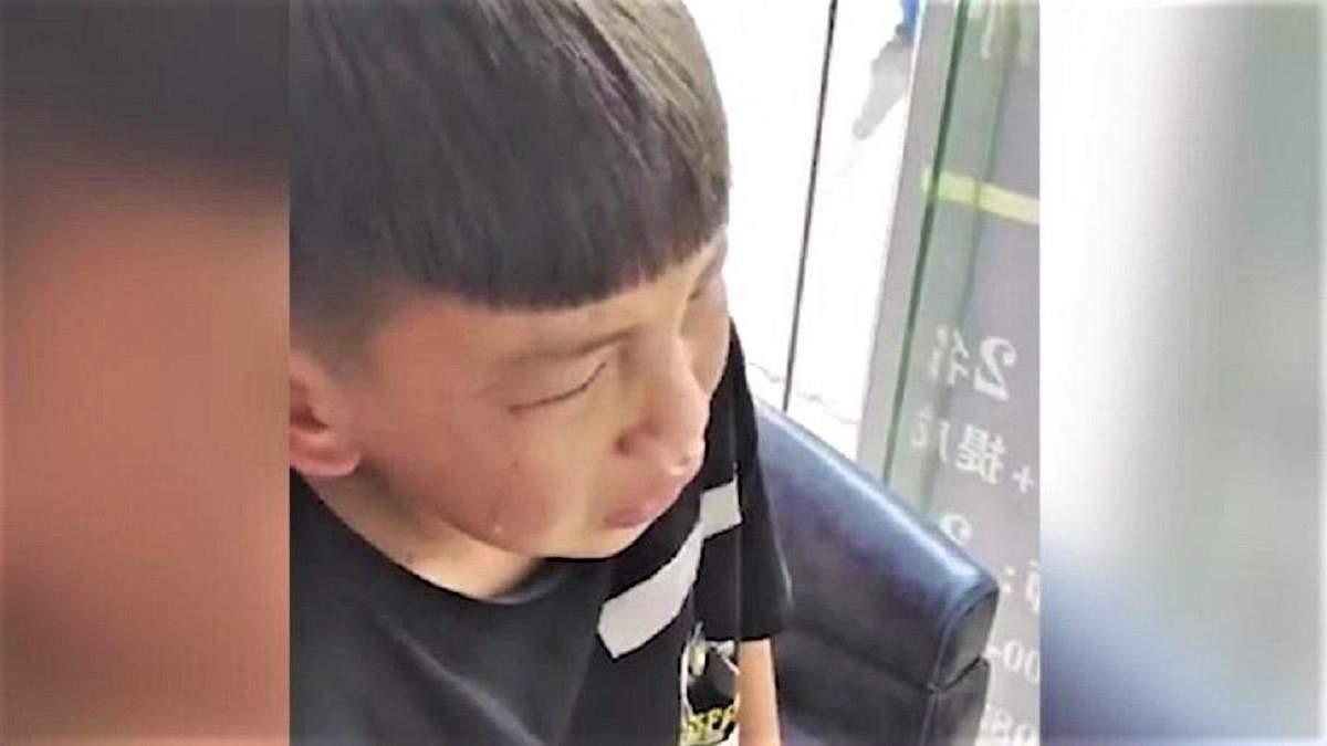 Хлопчик викликав поліцію, бо його погано постригли