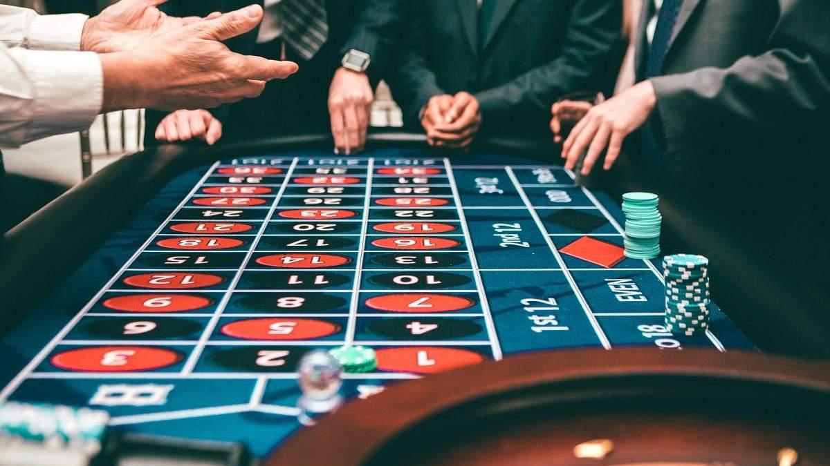 Етикет гравця: як поводити себе в казино – поради та правила