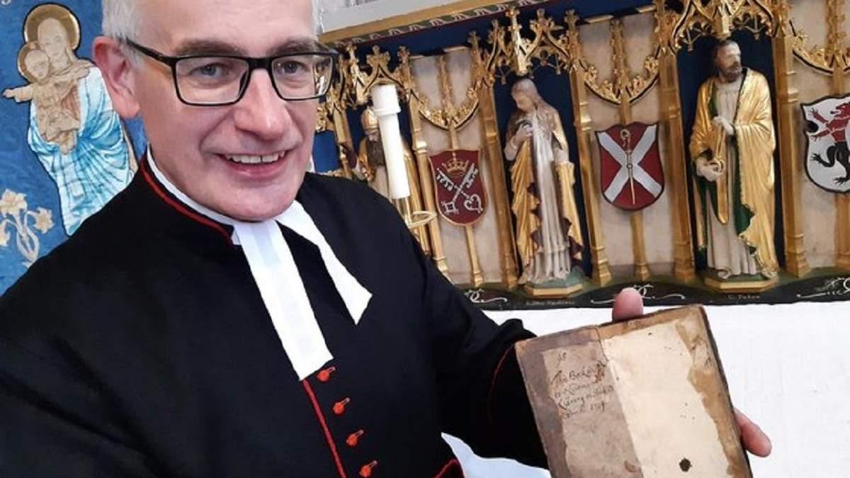 Начитались: у бібліотеку англійського собору повернули книгу,  яку взяли понад 300 років тому