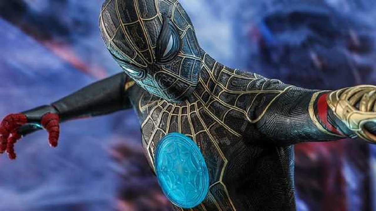 Hot Toys показала новый черно-золотой костюм Человека-паука