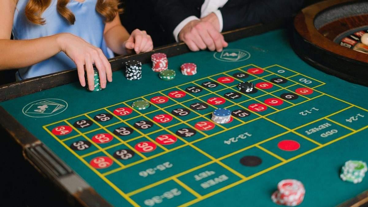 На экране и в жизни: кто из мировых знаменитостей любит азартные игры - Развлечения