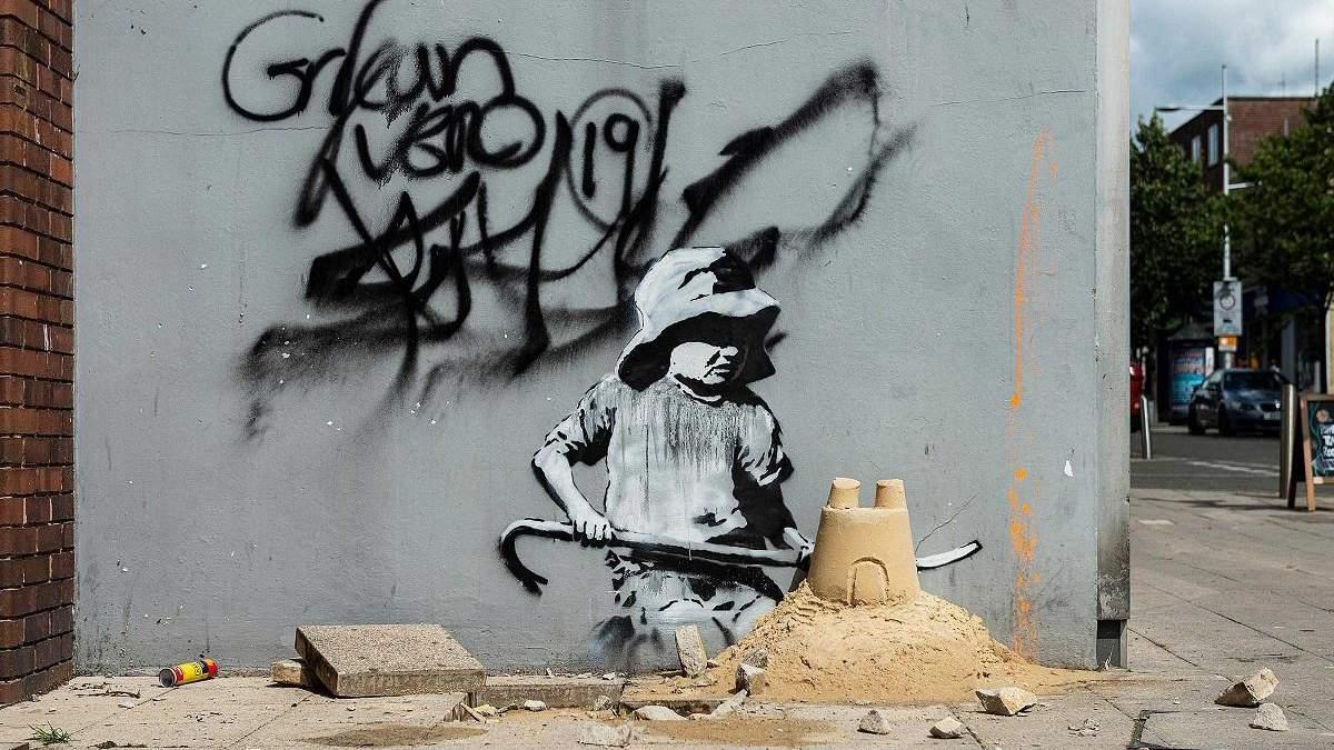 Восемь граффити и одна инсталляция: Бэнкси представил новые работы