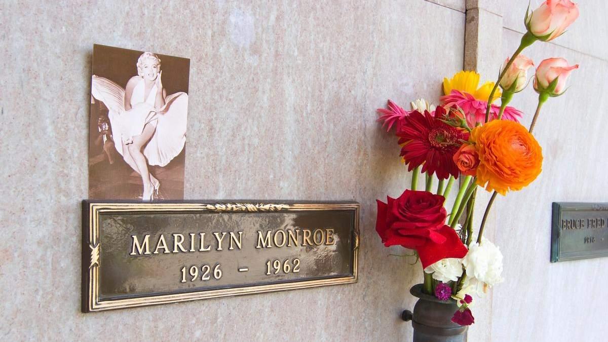 Місце на кладовищі біля Мерилін Монро і Г'ю Гефнера продають за 2 000 000 доларів - Розваги