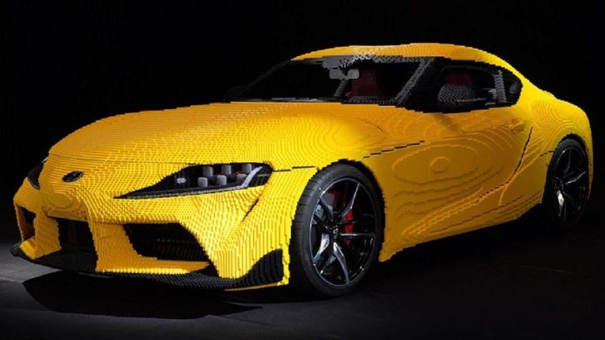 Разгоняется до 27 километров: невероятная Toyota Supra в натуральную величину, сделанная из Lego