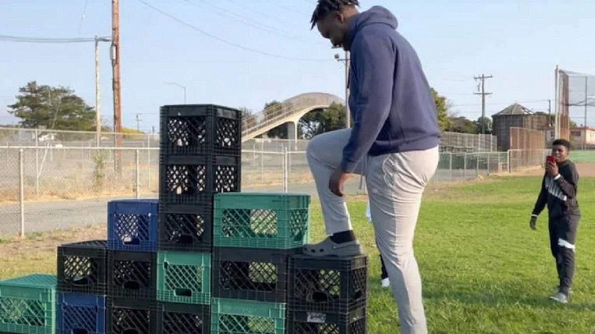 Milk Crate Challenge: опасный челлендж с балансировкой на ящиках, который стал вирусным
