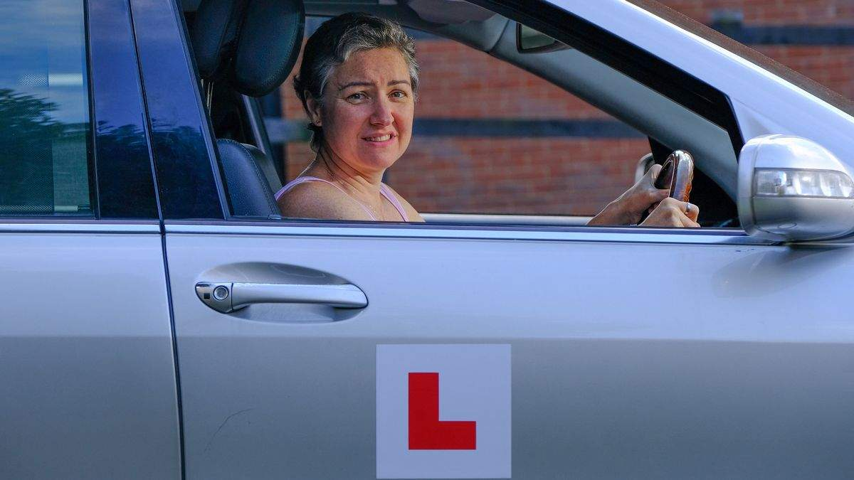 Нічого не вийшло: жінка взяла 1000 уроків водіння за 30 років, але так і не отримала посвідчення - Розваги