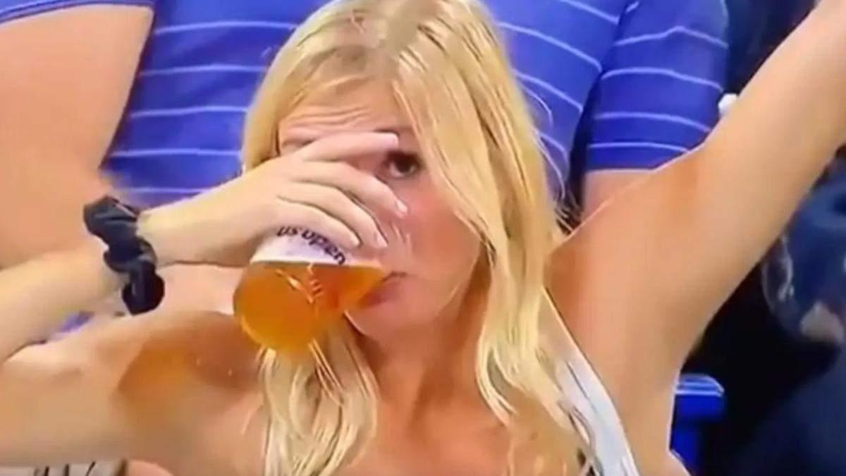 Вболівальниця стала зіркою чемпіонату з тенісу у США: усе завдяки пиву – курйозні відео - Новини спорту - Розваги