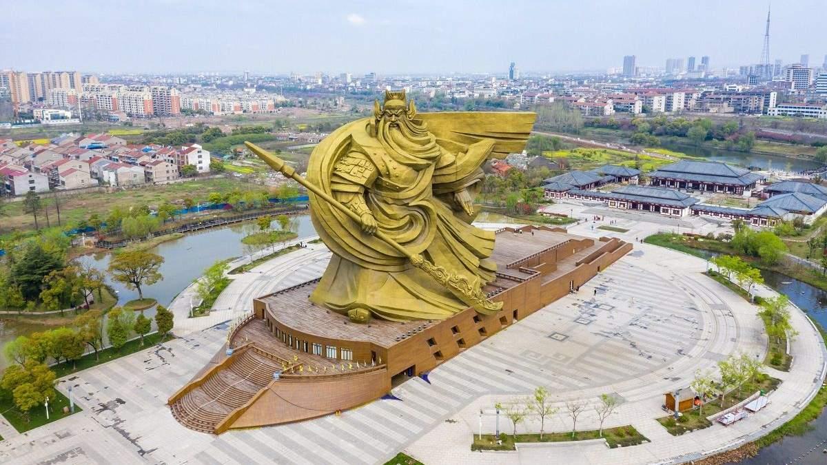 Не нравится местным жителям: в Китае за 24 миллиона долларов перенесут гигантскую статую