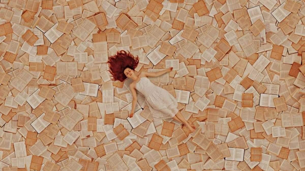 Не чтение единым: женщина создает невероятные инсталляции с помощью сотен книг - Развлечения