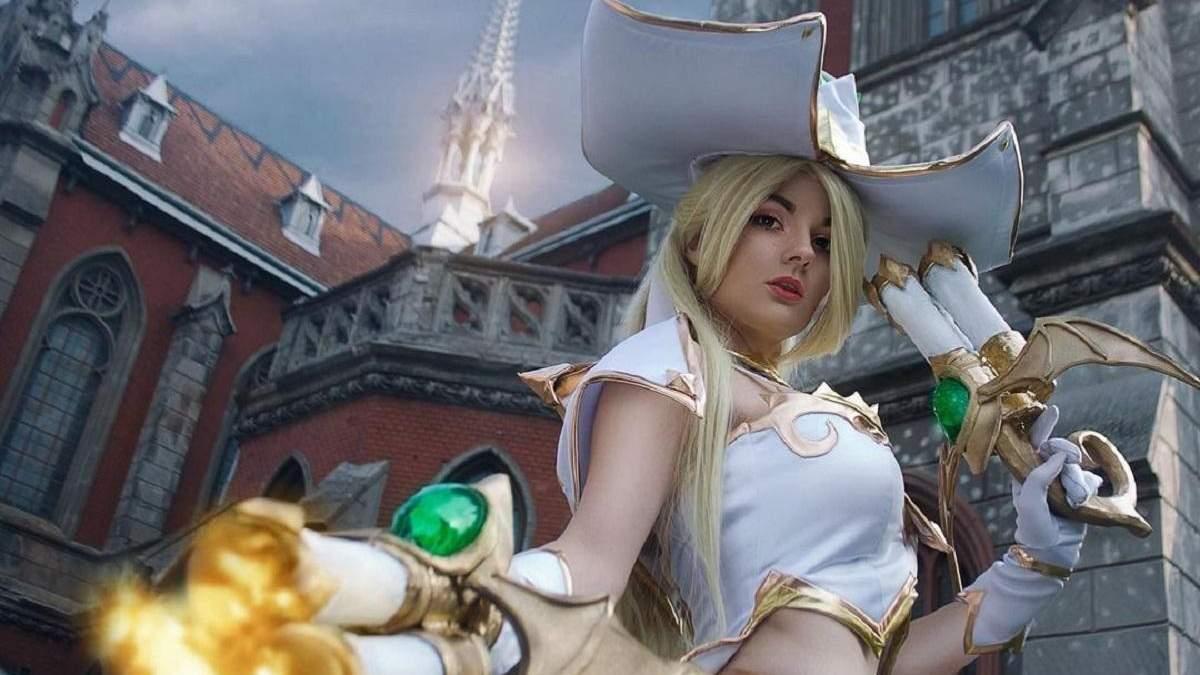 Украинская модель показала откровенный косплей на ведьму из League of Legends: волшебные фото