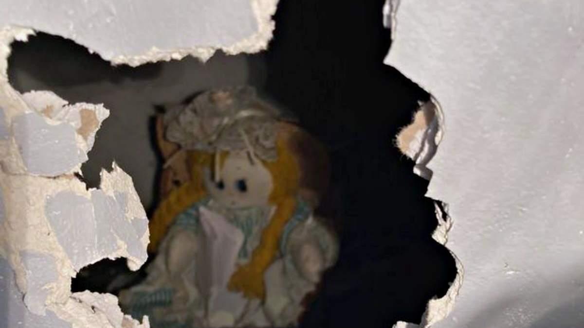 Похоже на фильм ужасов: мужчина нашел жуткое послание в стене своего нового дома - Развлечения