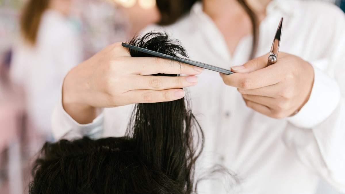 Зіпсували життя: індійську перукарню оштрафували на 271 000 доларів за невдалу стрижку моделі - Розваги