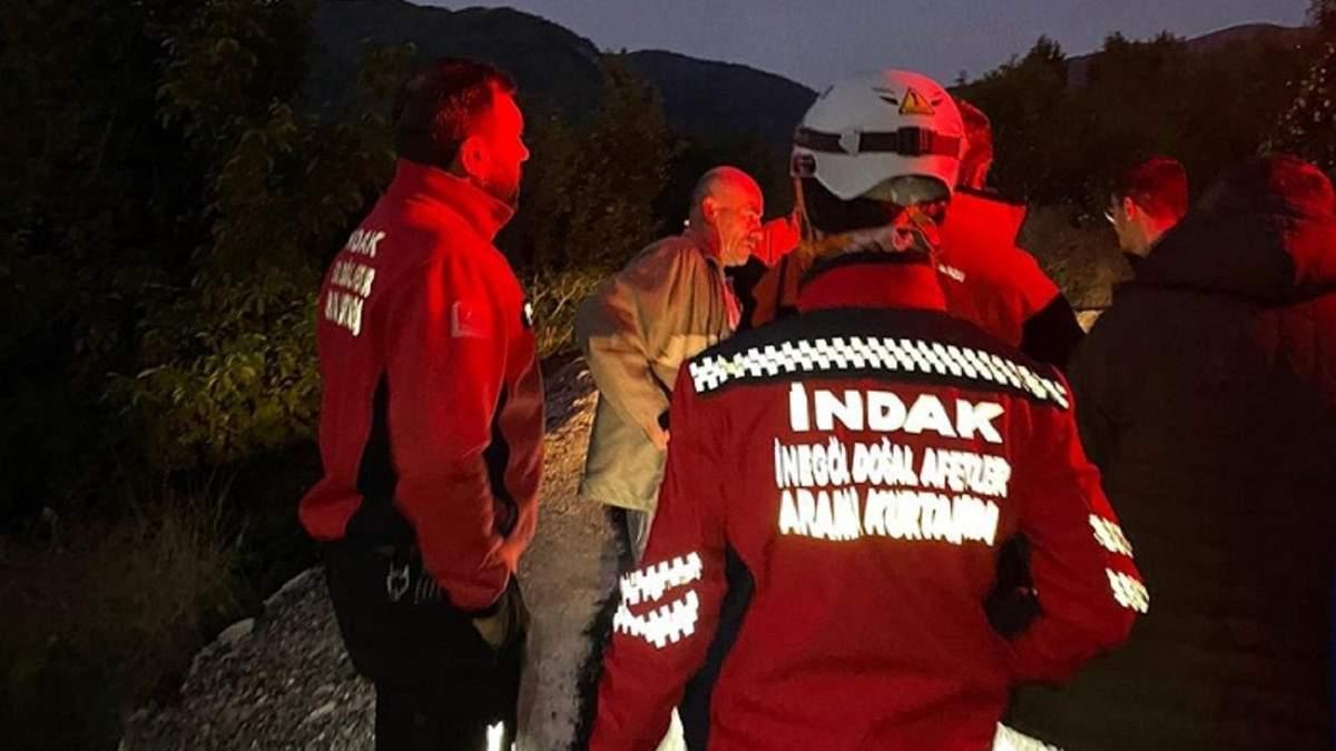 Чоловік ходив по лісу у складі пошуково-рятувального загону, поки не дізнався, що шукають його