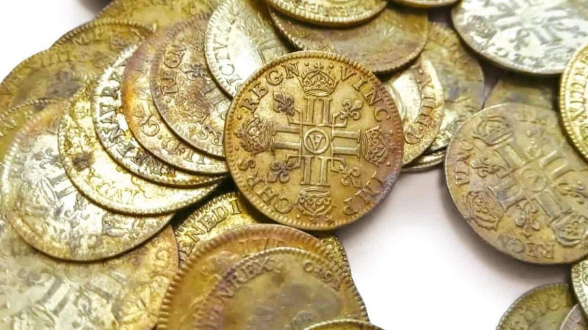 Во Франции во время ремонта дома нашли редкие золотые монеты на сумму 1 000 000 евро - Развлечения