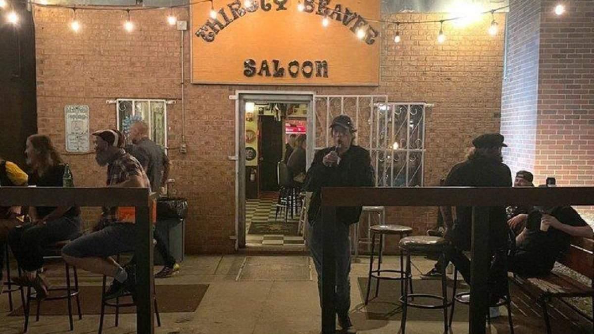 Не узнали даже фанаты: Мик Джаггер сходил в бар и остался незамеченным