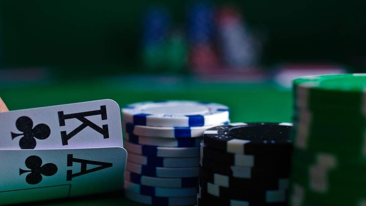 Вікові обмеження для гемблерів: зі скількох років можна грати в казино у різних країнах - Розваги
