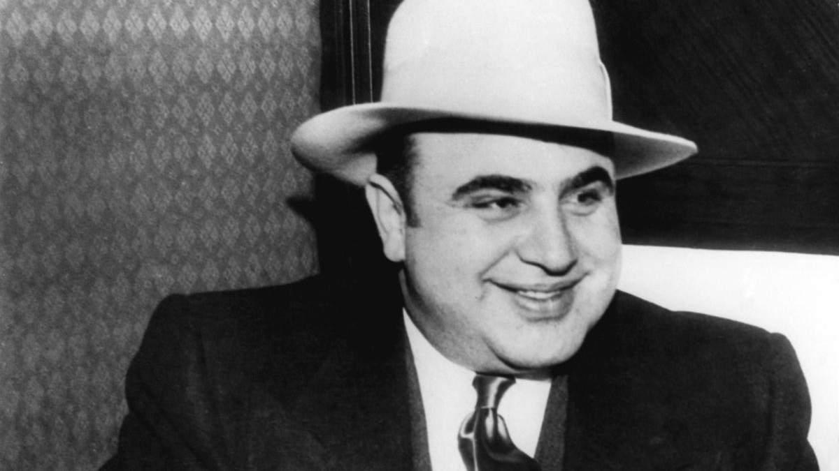 Оружие, драгоценности и другое: внуки гангстера Аль Капоне продают его вещи на аукционе - Развлечения