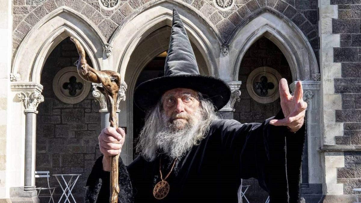 Получал официальную зарплату: в Новой Зеландии уволили известного волшебника