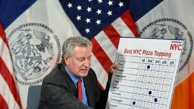 Пепероні, гриби чи оливки: мер Нью-Йорка влаштував вибори кращих начинок для піци – навіщо