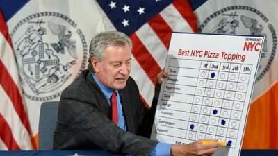 Пепперони, грибы или оливки: мэр Нью-Йорка устроил выборы лучших начинок для пиццы – зачем