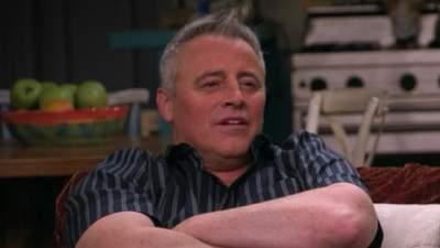"""Мэтт Леблан стал мемом после спецепизода """"Друзей"""": самые смешные варианты"""