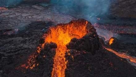 Фотограф сжег свой дрон в жерле вулкана Фаградалсфьяль ради невероятных кадров: видео