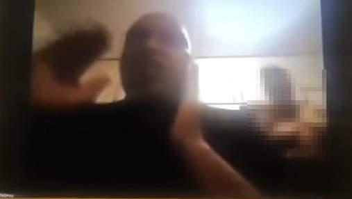 Обнаженная жена чиновника ЮАР появилась в кадре на виртуальном заседании парламента: видео 18+