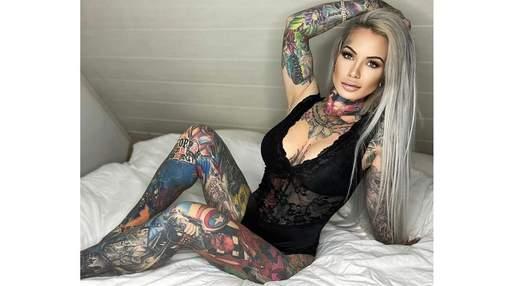 Жінка покрила все тіло татуюваннями з улюбленими героями свого сина: це коштувало 70 000 доларів
