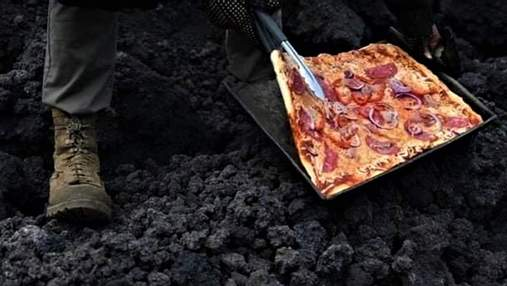 В Гватемале мужчина готовит пиццу на раскаленной лаве действующего вулкана: захватывающие видео